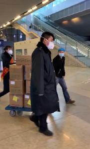 """武汉铁路部门开辟""""绿色通道""""保障新型肺炎救治药品到汉"""