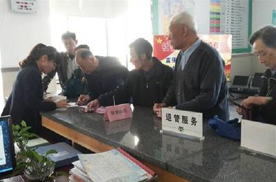 湖北国企退休人员全面实行社会化管理 今年年底前完成移交工作