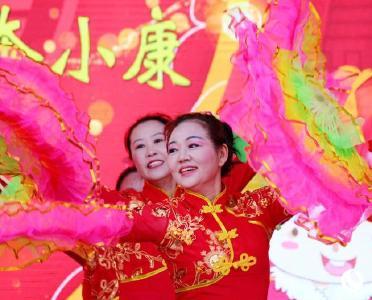 湖北十堰:易迁群众载歌载舞迎新春