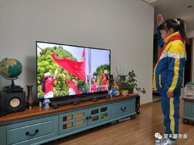 """武汉百万中小学生今日""""线上开学""""!特殊的开学典礼让人热泪盈眶"""