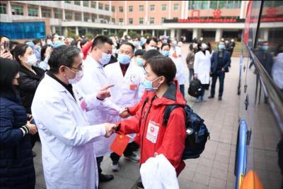 一方有难 八方支援 丨生日当天赴战场!湖南儿童医院15名医护人员增援黄冈