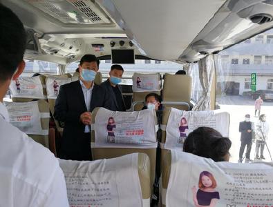 黄冈麻城:112名务工人员乘大巴返岗东莞