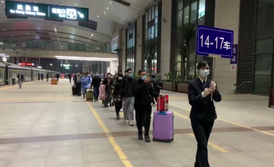 武汉重启!首批400多名旅客乘坐火车离开武汉