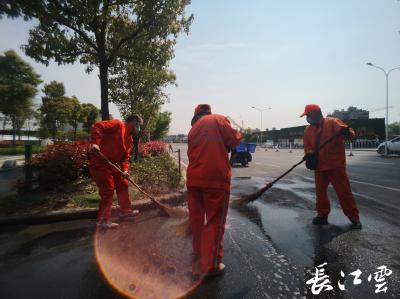 """武汉开启全城""""大扫除""""!首日出动环卫2.3万人"""