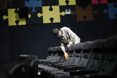 电影院等密闭式娱乐休闲场所何时营业?国务院明确了