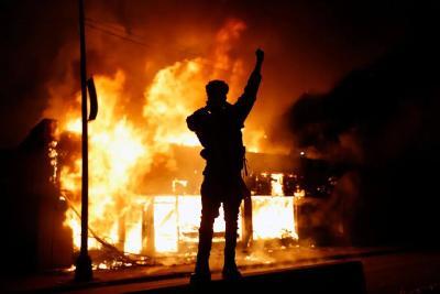 愈演愈烈!抗议蔓延30多城,五角大楼罕见下令出动军警
