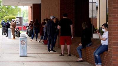 美国劳动统计局:近半数美国人已失业