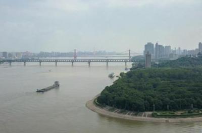 28.29米,长江汉口站水位达到历史第六,只比2016年低8厘米