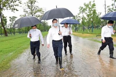 应勇冒雨赴长江武汉段调研,为了这两件大事!