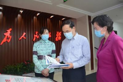 湖北省副省长赵海山到省妇联调研时强调:各级妇联组织要当好妇女儿童的贴心人