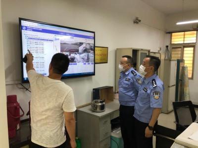 武昌交警联合省客集团开展防汛演练