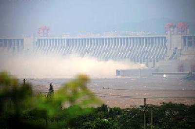 长江委发布红色预警 三峡出库量减至1.9万立方米