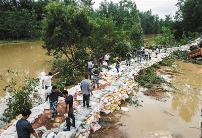 湖北:冲锋陷阵战汛情 为防汛救灾筑牢纪律堤坝