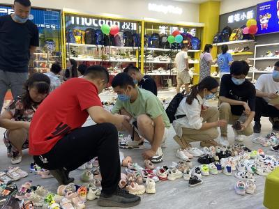 汉口北品牌童鞋馆开业 首日吸引700余名省内外采购商到场订货