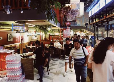 武汉经济加速复苏,夜间餐饮消费火爆