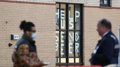 英国至少32所高校出现疫情 超过4000名学生在宿舍隔离