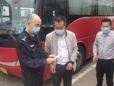 武昌交警强化客运、重点车辆管理 护航国庆、中秋假期交通安全