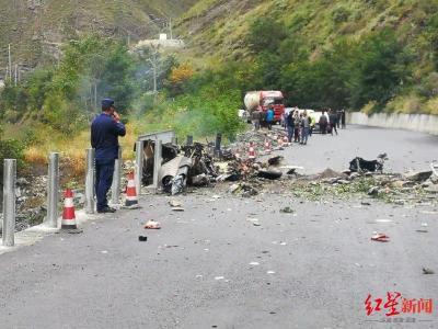 突发!四川阿坝黑水县一直升机坠落 目击者称有人受伤