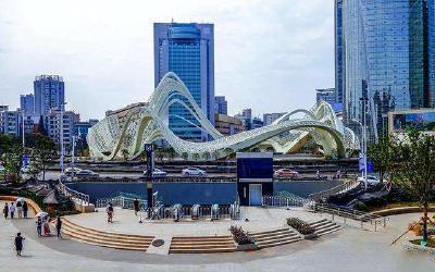 民族大道往光谷广场匝道:预计9月30日恢复单幅交通,10月2日开放全部交通
