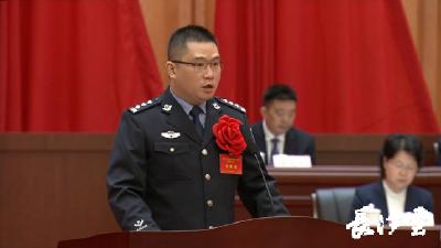 致敬英雄 | 刘远杰:警车改装为转运病患专车 关键时刻背起患者下楼