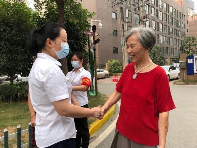 在京受表彰后,桂小妹回汉第一天做了什么?