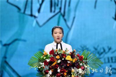 4天3夜骑行300公里回武汉 她的故事再次令人泪奔