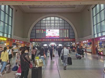 """""""十一""""期间武汉三大站预计发送旅客量为224.8万人次"""