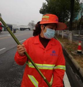 央视关注了武汉的一名环卫工