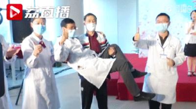"""跨越600公里,武汉康复患者给了江苏医生一个""""公主抱""""!"""