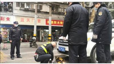 """""""防疫有我 爱卫同行"""" 武汉市江岸城管组织开展周末大扫除活动"""