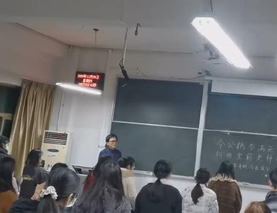 教学生涯最后一节课,湖北大学学生歌声送别退休教授