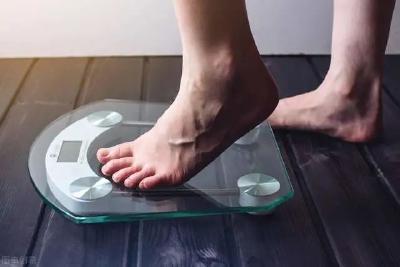 每天慢跑40分钟,三餐只吃水煮菜,为什么体重不继续下降?