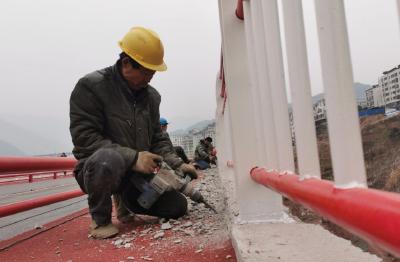 春节前可交付 巴东沿江路高架桥进入收尾阶段