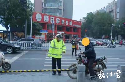 天门交警重拳整治摩托车电动车交通违法行为