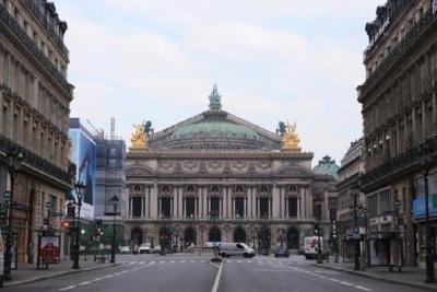法国累计死亡病例突破7万 全法正式延长宵禁时段