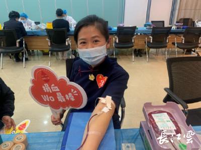 """武汉78位市民献血2.22万毫升,""""卷袖之爱""""很温暖!"""
