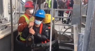 被困14天后,已取得联系的11名矿工全部成功升井!