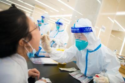 全院全员应检尽检!上海各大医疗机构紧急展开核酸检测