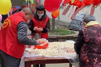 """【应城】包饺子 做汤圆 志愿者与独居老人一起过""""元宵"""""""