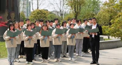 武汉铁路职业技术学院党史学习:学子沉浸式诵读经典 红色基因百年传承