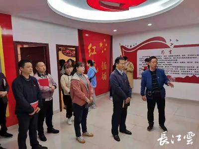 荆州开发区鱼农桥街道夜学党史砺初心  组织开展党史教育读书班活动
