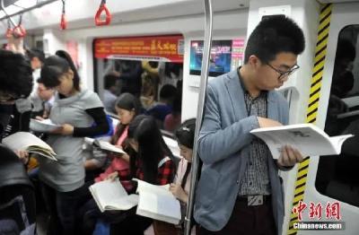 现代人,越来越难静下心看书了?