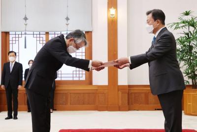 文在寅当面提醒日本大使:你们政府的决定令人担忧