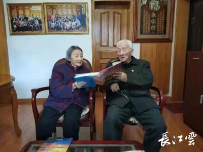 荆州:一颗丹心永向党   特殊党费感党恩