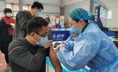 """疾控专家:全球疫情反弹,疫苗要力争实现""""应接尽接"""""""