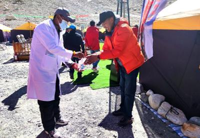 国家体育总局决定停止2021年春季珠峰北坡登山活动
