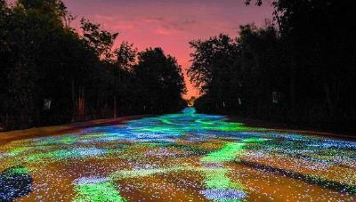 好美!重庆这条乡村步道铺满荧光石 璀璨如星空