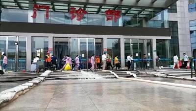 每小时1000吨,武汉消防架设专业设备进行排涝作业