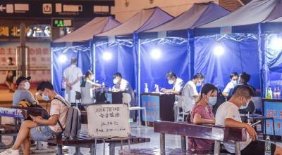 武汉各火车站:中高风险区来汉旅客走专用通道主动申报