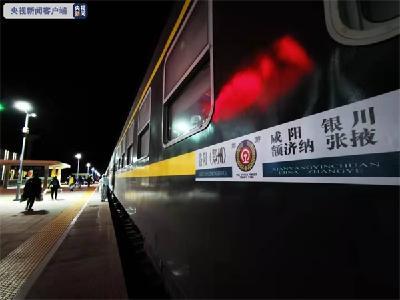 额济纳第一批586名滞留旅客返程至郑州
